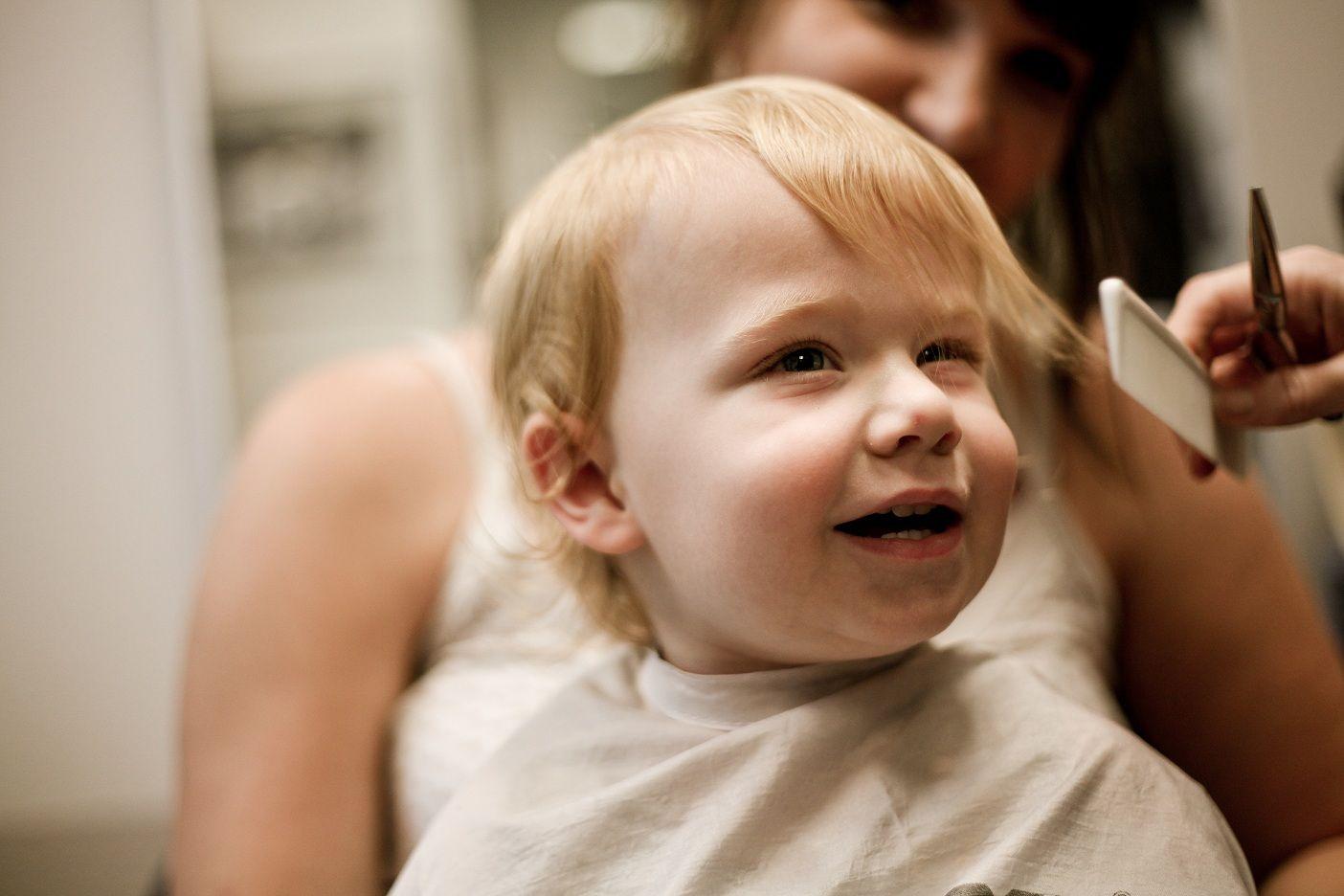 Cắt tóc cho trẻ sơ sinh