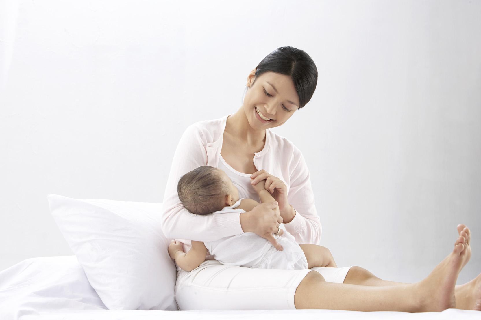 lợi ích của sữa mẹ đối với trẻ