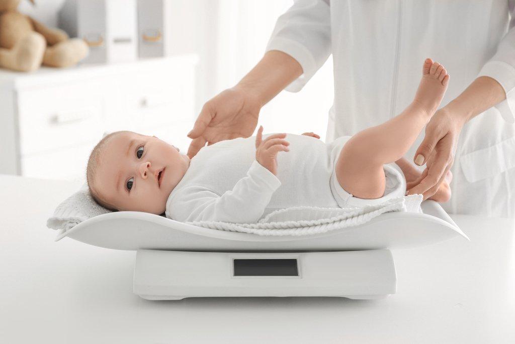 cân nặng bé sơ sinh