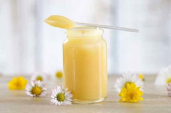 mặt nạ sữa ong chúa trị mụn tại nhà