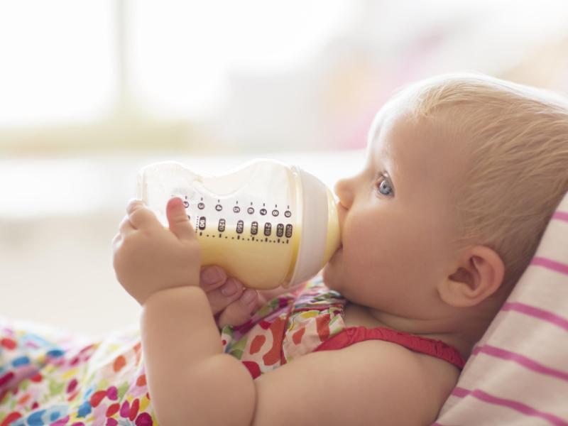 Bình sữa cho bé chất liệu silicone có độ bền thấp