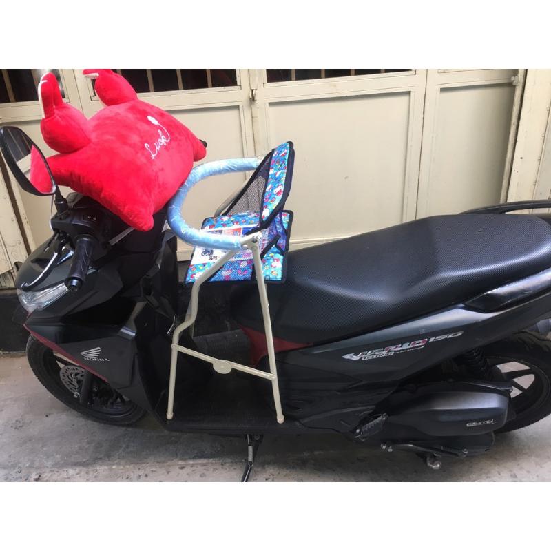 Ghế ngồi xe máy cho bé có vòng bảo vệ