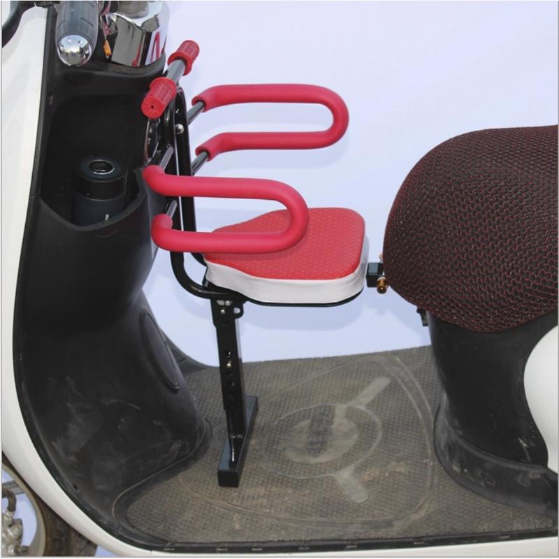 Ghế xe máy ngồi ngược an toàn