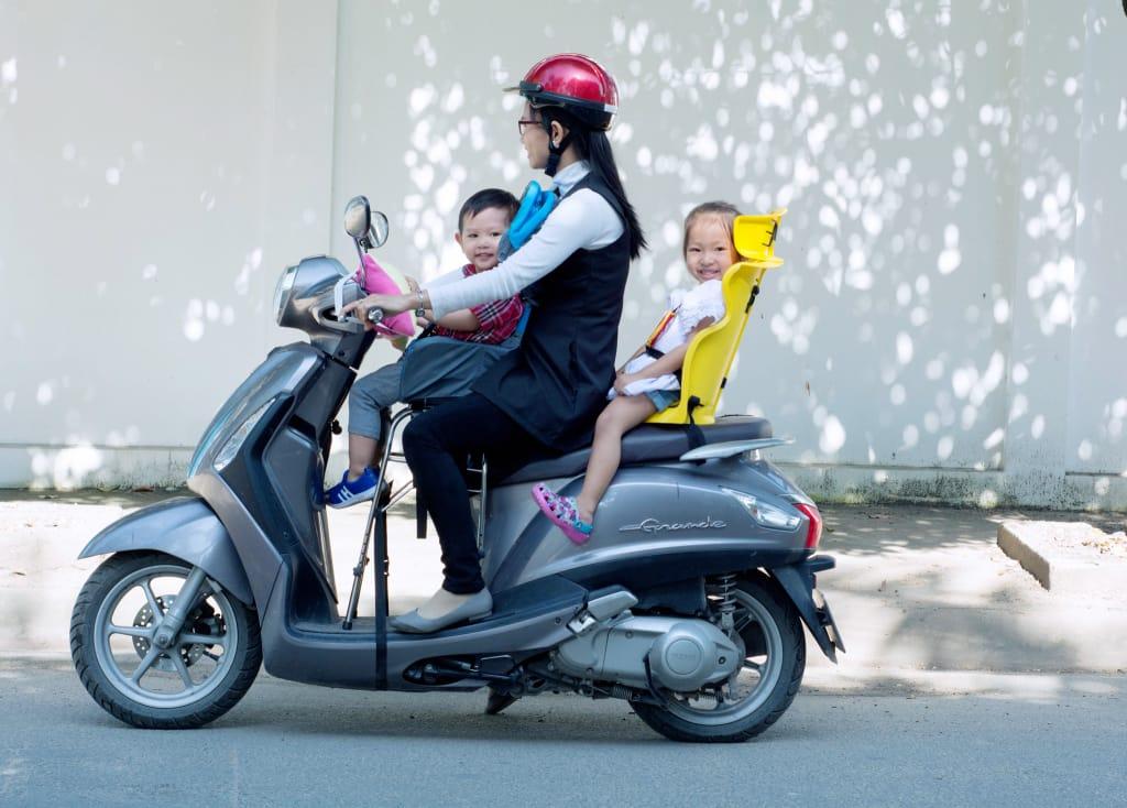 ghế cho bé ngồi xe máy