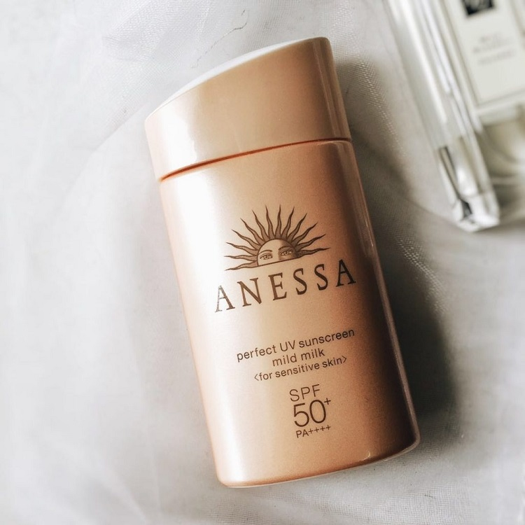 Kem chống nắng dành cho bà bầu Anessa Essence UV Sunscreen Mild Milk SPF 35+/PA+++